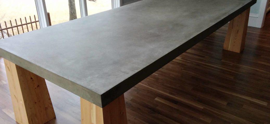 obedennyj-stol-iz-betona